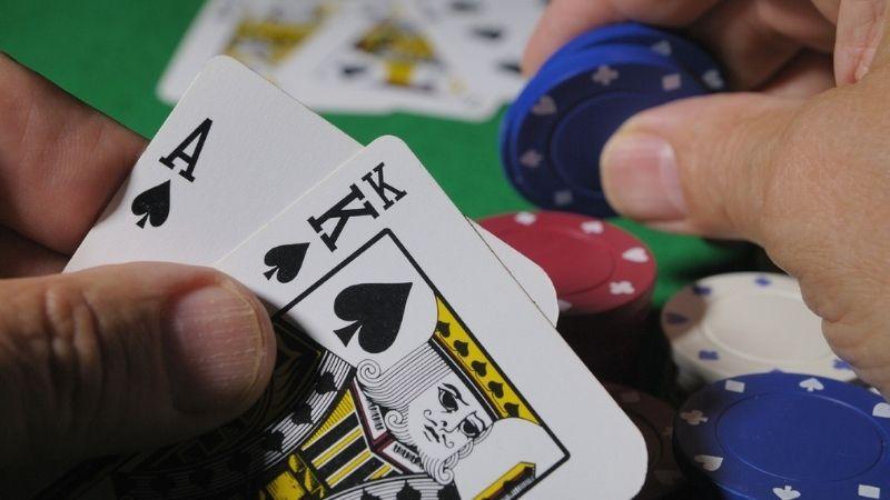 Game bài Poker nhiều tay cực hay tại V9BET