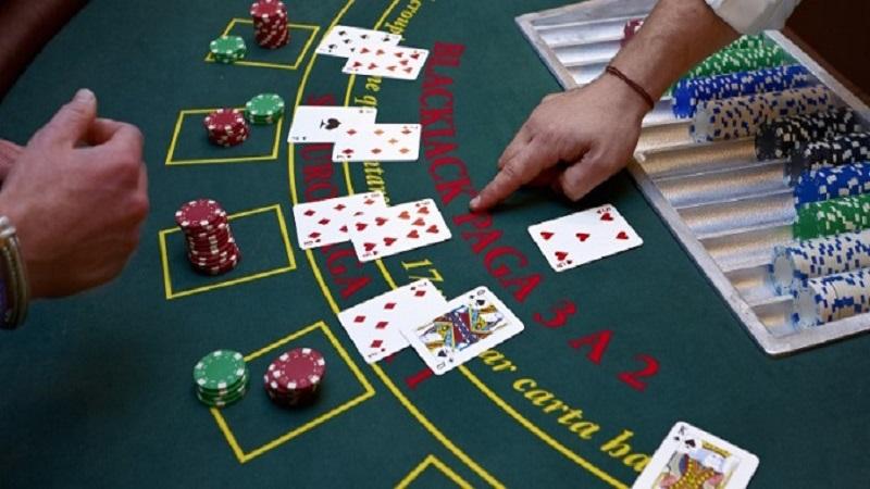 Có nên chơi Blackjack trên nhà cái online hay không?