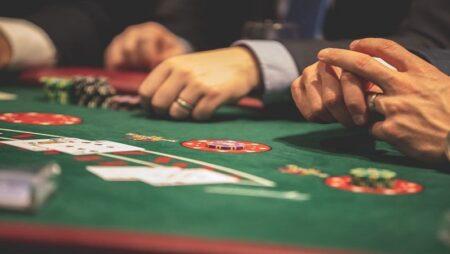 """Những thủ thuật Poker dành cho người mới giúp bạn """"chăn gà"""" dễ dàng"""