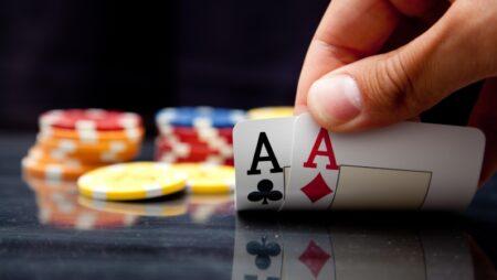 Dù bài nhỏ bạn vẫn có thể thắng khi chơi xì tố với 3 thủ thuật này