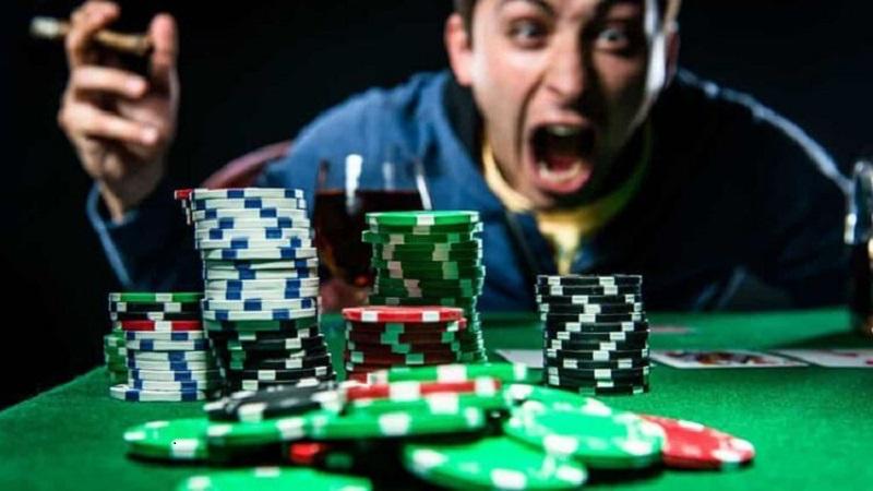 Cảm xúc tiêu cực khi chơi cá cược online là gì?
