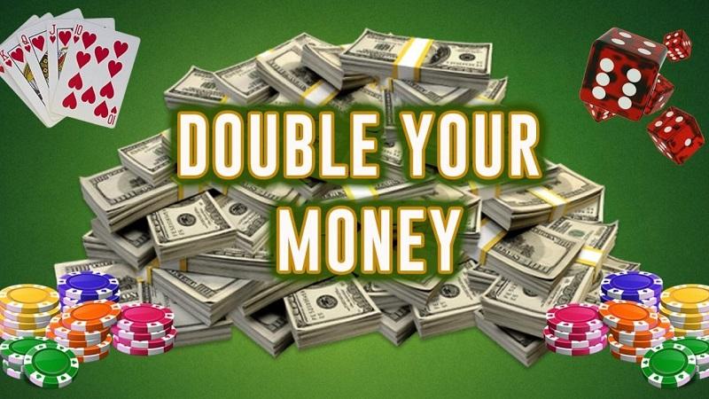 Nên đặt kèo hay chơi bài casino online để làm giàu từ nhà cái?